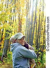 秋, 父, 森林, 抱き合う, 息子