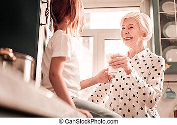 種類, 愛, 彼女, 孫娘, 見る, おばあさん