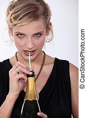 稻草, 喝, 妇女, 通过, 香槟酒