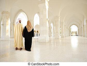 穆斯林, 阿拉伯語, 夫婦, 裡面, 大, 東方, 空, 現代大樓