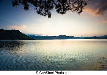 穏やかである, 日没, 湖, 下に