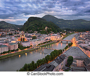 空中写真, の, ザルツブルグ, 中に, ∥, 夕方, オーストリア