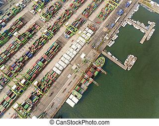 空中写真, の, 貨物, ドック, そして, コンテナ船