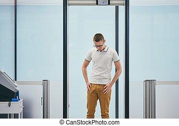 空港の保安, 点検