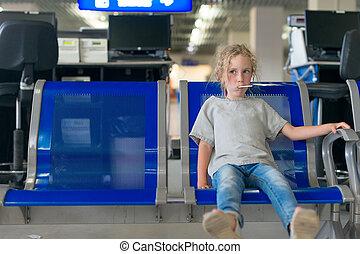 空港。, わずかしか, 飛行, 待つこと, 女の子
