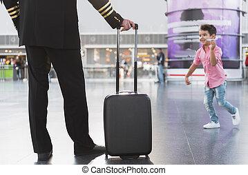 空港, パイロット, 居所を定める, 息子