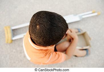 空腹, 子供, 施しを請う, 路上で, ∥で∥, a, 松葉ずえ, ∥横に∥