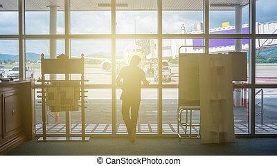 立った, 壁, light., ラウンジ, ガラス, 空港, 前部, 柔らかい, 人