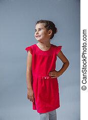 站, 灰色的背景, 女孩, 衣服, 微笑, 红