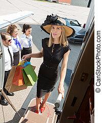 站, 袋子, 当时, 妇女购物, 喷射, 携带, 机场, 私人, 食宿, 终端, 充满信心, 长度, 充足, 富有, airhostess, 肖像, 驾驶