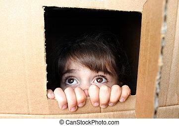 箱子, 很少, 害怕, 臉, 偷看, 女孩, 紙板, 在外