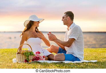 箱, ピクニック, 贈り物, 恋人, 小さい, 微笑, 赤