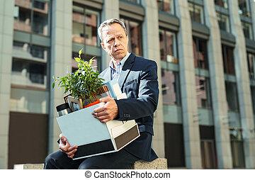 箱, 彼の, オフィス, 個人的, 年配, マネージャー, 保有物, しわを寄せられた