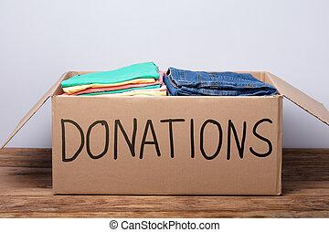 箱, 木製である, 寄付, 衣服, テーブル
