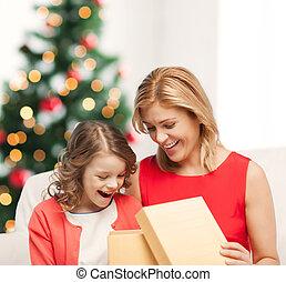 箱, 贈り物, 母, 子供, 女の子, 幸せ