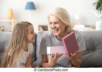箱, 贈り物, 開始, 祖母, 孫, プレゼント, 幸せ