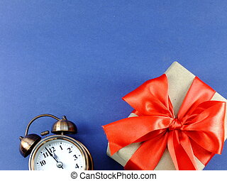 箱, 青, 贈り物, 時計, 警報, 隔離された, 弓, リサイクルされる, ペーパー, 背景, 包まれた, リボン