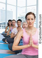 类别, 坐, 带, 共同联手, 在一行中, 在, 瑜伽类别