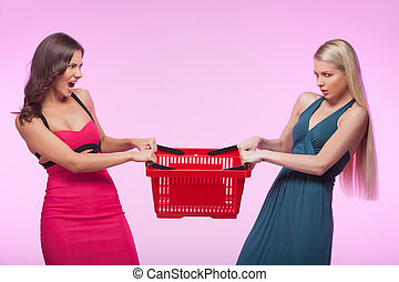 粉紅色, it?s, 購物, 年輕婦女, 憤怒, 被隔离, 一, 當時, 二, 背景, 籃子, mine!, 嘗試,...