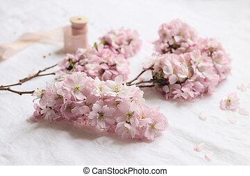 精選する, 花弁, 布, クローズアップ, アジア人, ブランチ, 開くこと, 女らしい, さくらんぼ, 日本語, 春, scene., blooms., sakura, リンネル, 白, 木, 焦点を合わせなさい。, バックグラウンド。, ピンク, 構成, 花, テーブル