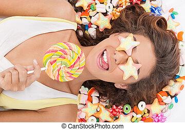糖果, girl., 顶端察看, 在中, 美丽, 年轻妇女, 带, 糖果, 覆盖, 她, 眼睛, 握住一个糖果, 当时,...