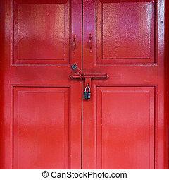 紅的門, 由于, 鎖