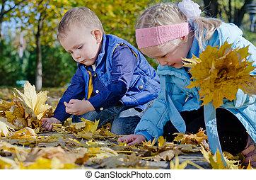 紅葉, 幸せ, 子供たちが遊ぶ