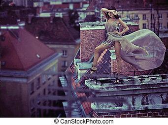 素晴らしい, 写真, の, 女性の 地位, 上に, ∥, 屋根