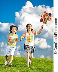 素晴らしい, 牧草地, 自然場面, 子供の動くこと, 緑, carefreely, 遊び, 幸せ