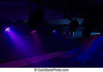 紫色, 以及藍色, 聚光燈, 在, 夜總會