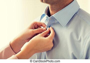 終わり, の, 人 と 女性, 締め具, ワイシャツ, ボタン