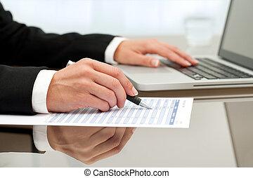 終わり, の, 女性手, すること, paperwork.