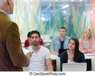 終わり, の, 教師, 手, 間, 教授, そして, 説明, レッスン, へ, studenst, 中に, 教室