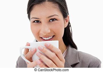 終わり, 保有物のコップ, 微笑, 女性実業家