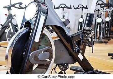 組, ......的, 旋轉, bicycles, 在, 健身, 工作室