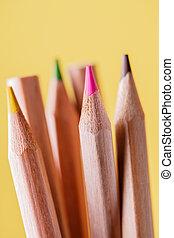 組, ......的, 被磨快, 鮮艷, 鉛筆, 上, 黃色, 背景。