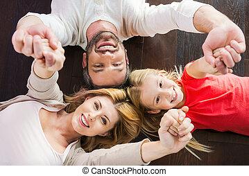 結び付き, 家族, 床, 堅材, 上, 3, 間, 他, 一緒に。, それぞれ, 微笑, 光景, あること, 幸せ