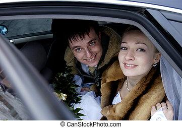 結婚式の カップル, 中に, 自動車