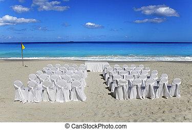 結婚式, 期待, 椅子, テーブル, トロピカル, 浜。, visitors.