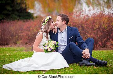 結婚式, 草, 花嫁, 花婿, 接吻