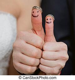 結婚戒指, 上, 他們, 手指, 繪, 由于, the, 新娘和新郎, 有趣, 很少, 人們