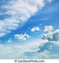 絨毛狀, 云霧, 在, the, 藍色的天空