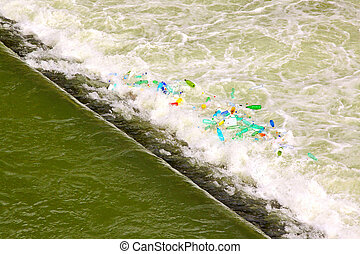 綠色的水, 小瀑布