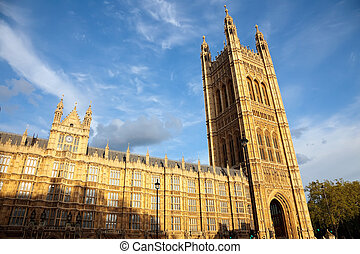 維多利亞塔, 議會的房子, 倫敦