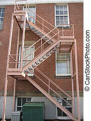 緊急事件, 樓梯井