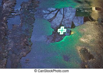緑, 交差点, 反射, 中に, 雨, 水たまり