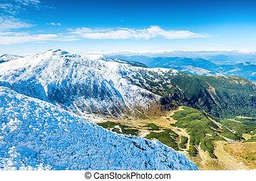 緑, 谷, そして, 白い 山
