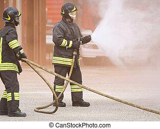 締められる, 火, マスク, 2, 下方に, 消防士
