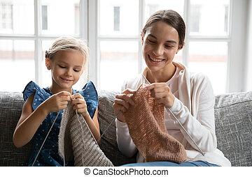 編みなさい, 家, お母さん, 幸せ, 若い娘, わずかしか