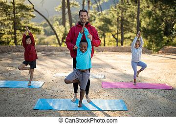 練習する, コーチ, 子供, ヨガ, 援助